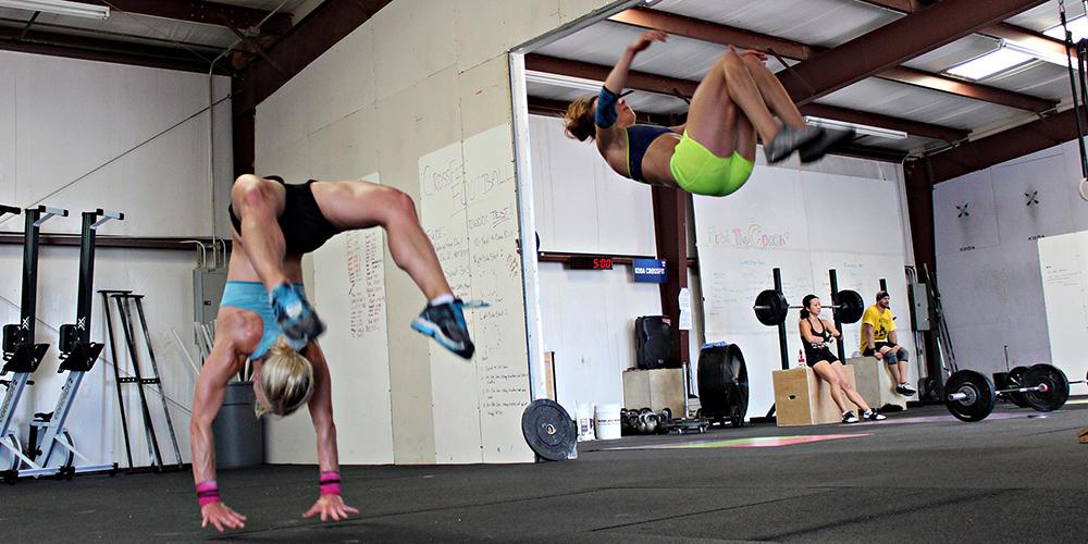 Круговая тренировка по методу кроссфит для девушек